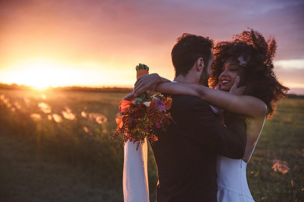 È tempo di matrimoni: Idee per acconciature dei capelli ricci