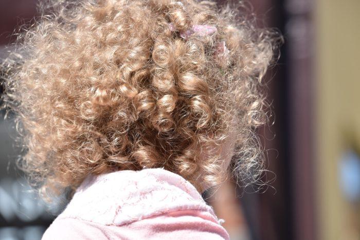 Come sistemare i capelli ricci dei bambini? Ricciomatto